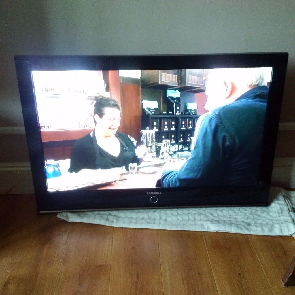 Samsung 42'' plasma TV set with wall bracket and remote can deliver