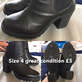 Ladies boots size 4 black