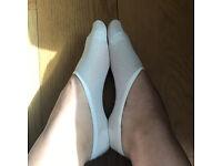 USED FEMALE POP SOCKS WHITE