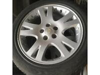 Set of Land Rover / Range Rover Alloy Wheels/Tyres in very good condition.