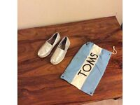 TOMS girls silver glittery shoes size UK13 brand new