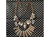 Fashion statment chunky necklace