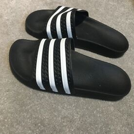 Black and white women's sliders