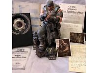 Gears Of War 3 Marcus Fenix Statue + Extras
