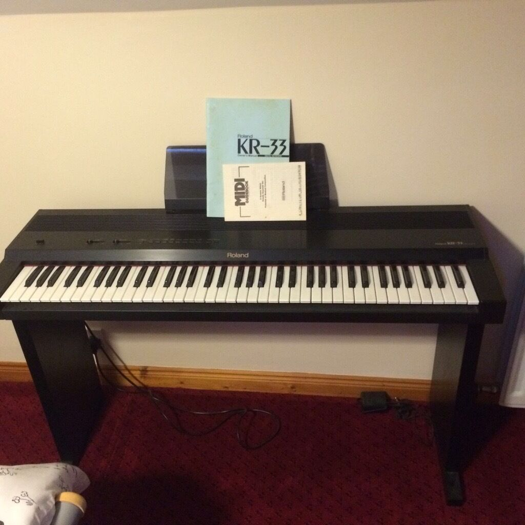 Roland KR33 (KR-33) electric piano keyboard
