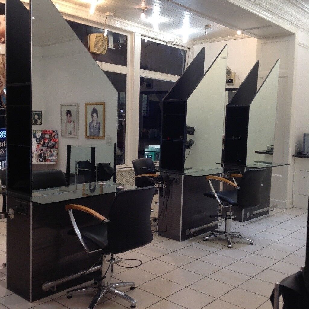 Styling Positions Reception Desk And Backwash Basins Suitable For Equipping A Hairdressing Salon