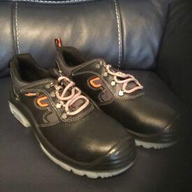 Black safety shoes u power size 9