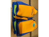 2x Kids floating aid jackets