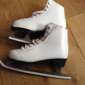 Ice skates - size 7 - hardly used