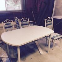 Kitchen table and 4 chairs forsale