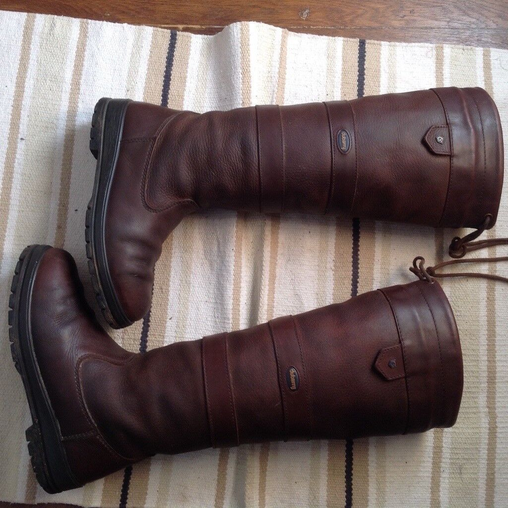 Genuine Dubarry boots size 4.5 . In good condition.