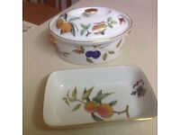 PRISTINE CONDITION - EVESHAM OVEN TO TABLEWARE: DISH AND RECTANGULAR SERVING DISH