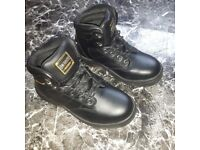 Dunlop safety boots size 5.5 new