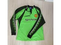 Vintage Manchester United goalkeeper shirt from the 1998/99 season.