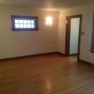 Crescents 1 bedroom character home  with fireplace & fenced yard Regina Regina Area image 4