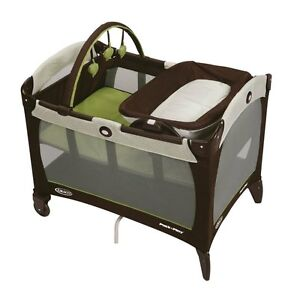 Graco Pack 'N Play Playard with Reversible Napper & Changer - Go Green | 1898302