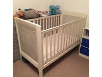 Mamas & Papas Fresco cot/bed includes mattress