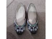 Ladies casual summer shoe size 7