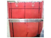 FREE DOUBLE RED METAL GATE