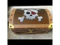 Kids toy pirate chest storage