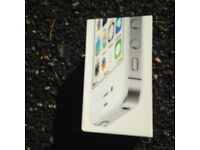 IPHONE 4S WHITE UNLOCKED ALL NETWORKS,BOX, CHARGER, £78