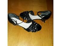K's black leather sandal size 5 1/2