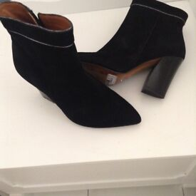 Women's black boots size 4 as new