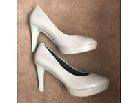 Size 8 Rockport Ladies Heels Nearly New