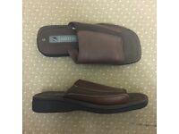 Mens Travel Slippers Slip on flip flops brown Oaktrak near new Size 8