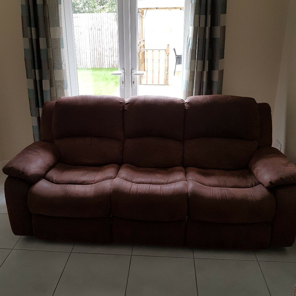 Comfortable 3 seater sofa, recliner on each side. Provides good support for the back