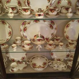Exstensive collection of Royal Albert Old Country Roses Dinner Set