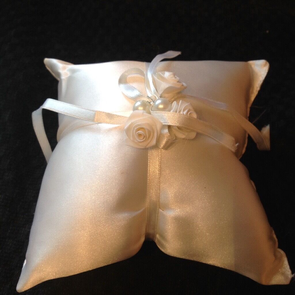 Wedding ring cushionin Histon, CambridgeshireGumtree - Wedding ring cushion A lovely ring cushion to add that extra special touch to your special day £10.00 Ono