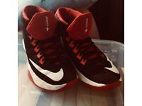 Nike (Zoom Devosion) trainers 👟
