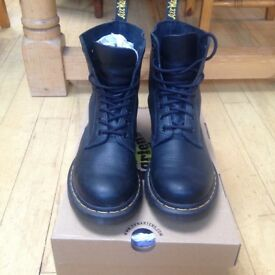 dr martens black pascal 8 eye boot boots UK 6.5