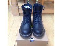 dr martens black pascal 8 eye boot boots UK 6.5