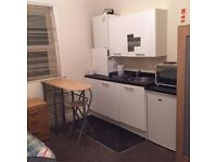 *DOUBLE ROOM WITH KITCHENETTE* - BOURNEMOUTH TRAIN STATION