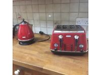 DeLonghi Toaster & Kettle Red Retro