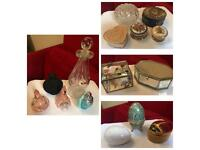 Various trinket boxes and snuff bottles