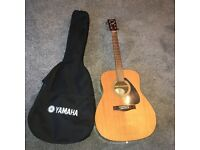 Acoustic guitar F310 by Yamaha incl back pack case