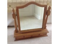 Dressing table mirror with 2 drawers.