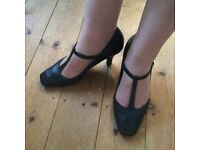 Clarks mid heel t-stap buckle up black leather shoes size 5