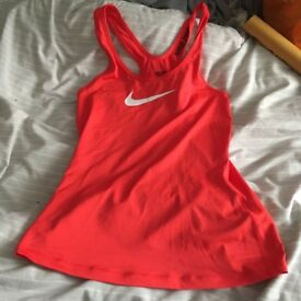 Nike gym top size S