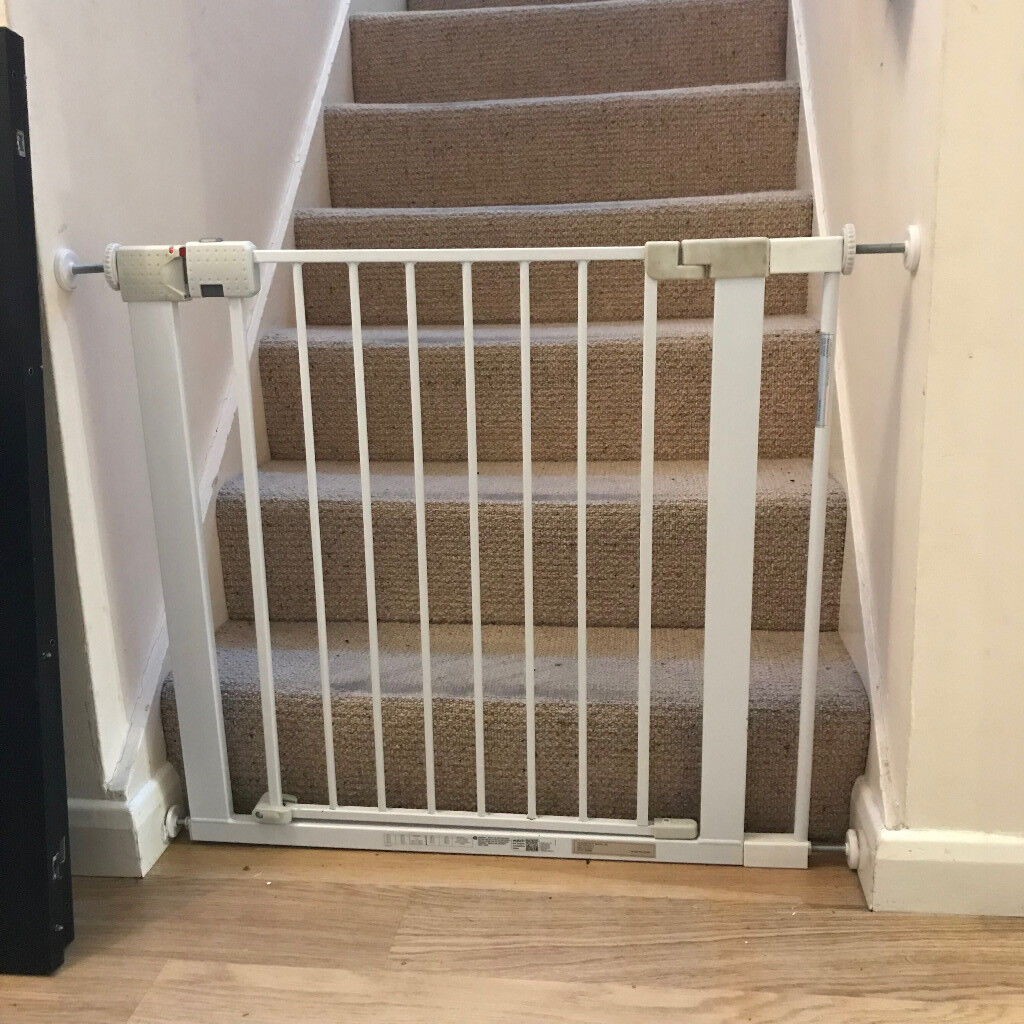 2x Safety First Baby Gates 1x Extension In Finchampstead