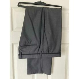 Men's Jeff Banks 24:7 Grey Trousers 36S.