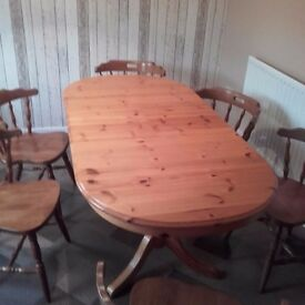 KITCHEN / DINING TABLE AND 6 CHAIRS.