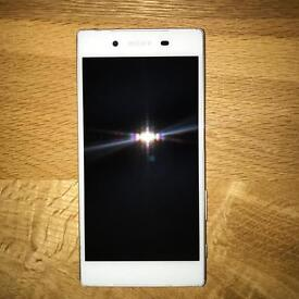 Unlocked Sony Xperia Z5 White with Flawless Screen and Extras