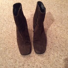 Ladies brown suede ankle boots size 6