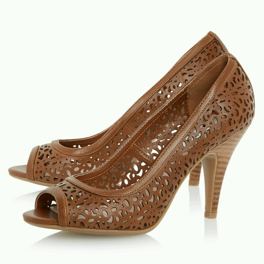 Sales assistant needed for high heels shop