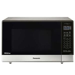 Four à micro-ondes Inverter de 1,2 pi.cu. en acier inoxydable 1 200 W Panasonic ( NN-ST696S )
