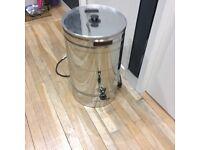 Large hot drinks dispenser